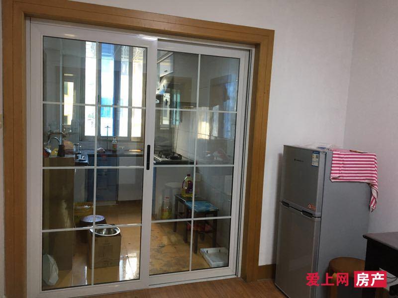 城北新村 两室出租 装修的还可以 房东保养的不错 价格可谈 家电齐全