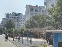 悦兰苑4楼136平方 自库豪华装修三室二厅225万元