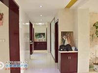 景巷花苑5楼154平方 自精致装修三室二厅215万元