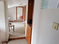 花园浜三村5楼阁楼 65平方 精装 2房1厅 阳光房1.15万一年