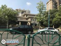 中联皇冠7楼167平 自 产权车位,豪华装修三室二厅 独立衣帽间398.8万元