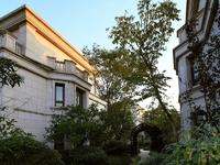 中昊檀宫联排别墅1-3层 340平带院子加地下室 中间户 毛坯 680万