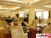 中联皇冠 4楼 142平方 车位 储藏室 空房未装 满两年三室二厅 335万元