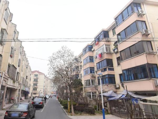 出售张家港花园浜二村汽车库1室1厅1卫25平米20万住宅