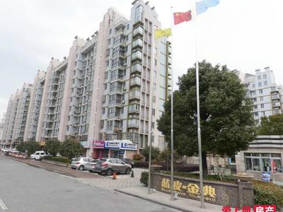 蓝波经典10楼140平 自库 产权车位三室精装修 满两年 215万