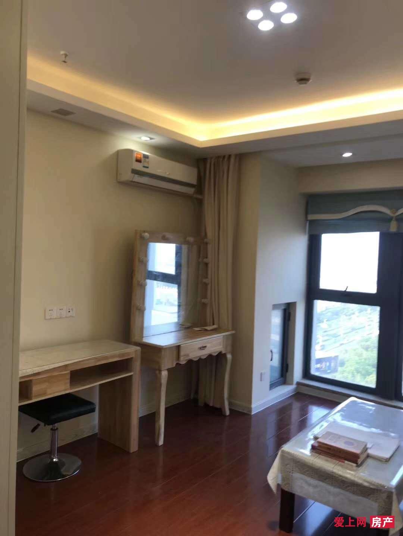 吾悦广场小公寓21楼 35平米 41万 精装修 看房方便
