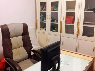 骏马苑 3楼 140平 自 产权车库 精装 满五年 128万