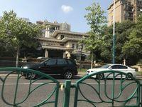 中联皇冠4楼精致装修三室二厅130平70000年租