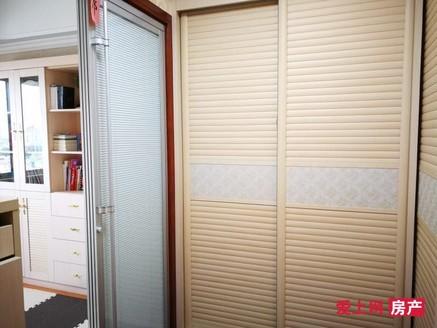急售港城一品10楼 183平米 含产权车位 只售238万 精装