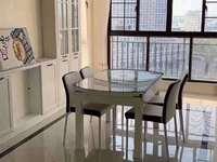 君临新城 13楼 137平加车位 豪华装未住 四室二厅 328万 满两年看房方便