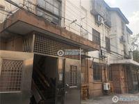 龙潭新村3楼50平方米2室1厅精致装修设施全2万一年有钥匙