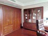 金地华城 5楼 168平 车位 4室2厅 豪装 305万 满两年 看中可谈