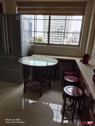 蝶湖湾大平层6楼180平 自15平,报价280万,精装修,满五年